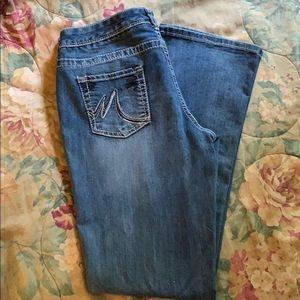 Boot cut — Medium Wash Jeans